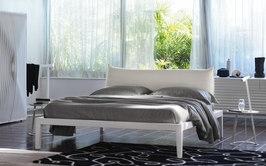 Moheli Basso bed in a bedroom