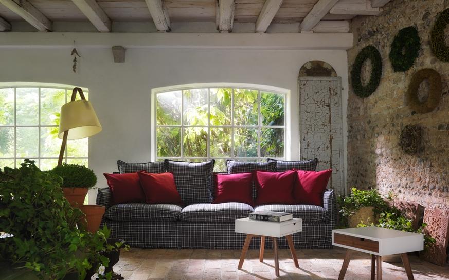 Casa in campagna arredare casa con mobili di design horm for Arredare casa in campagna